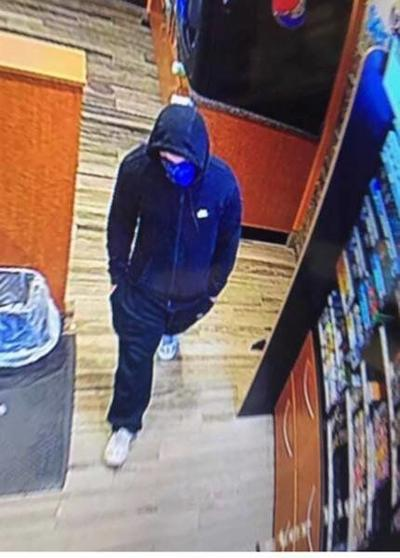 Suspect sought in Salem store robbery