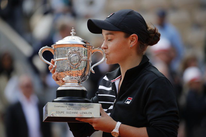 It's a Barty party: Australian wins 1st major at French Open