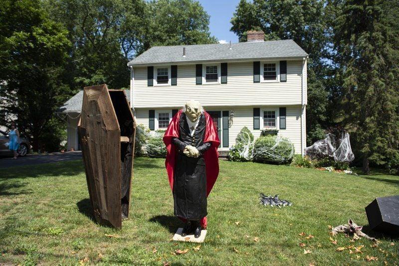Hubie Halloween Turns Danvers Street Into Movie Hub Eagletribune Com