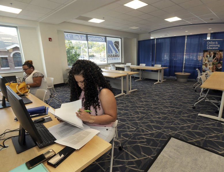 Students Settling In At New Haverhill Campus Of UMass Lowell Part 60