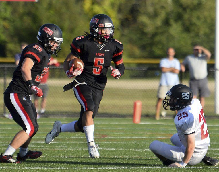 Champs go down: Fourth-string QB Robertson helps Marblehead topple Knights