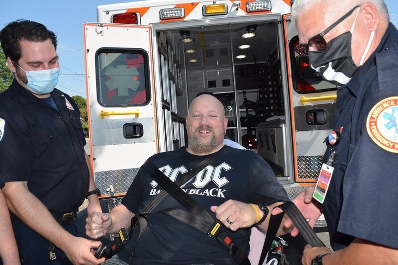 Injured Lawrence police officer receives heartwarming homecoming