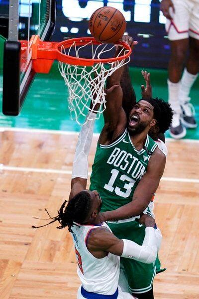 Brown's 32 points fuels Celtics over Knicks