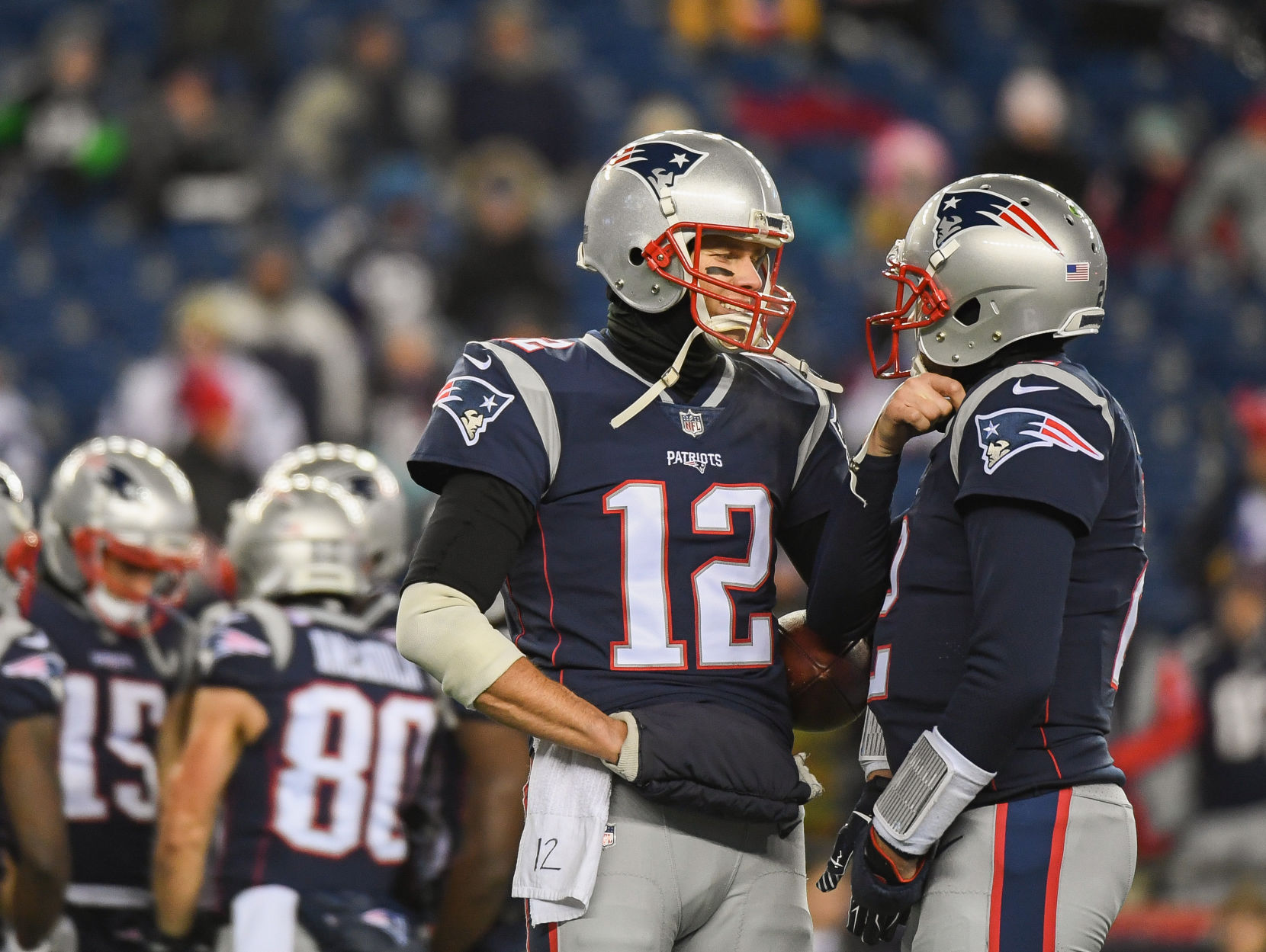 Tom Brady limited at Patriots practice with hand injury