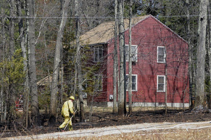 Brush fire destroys Eversource shed in Derry