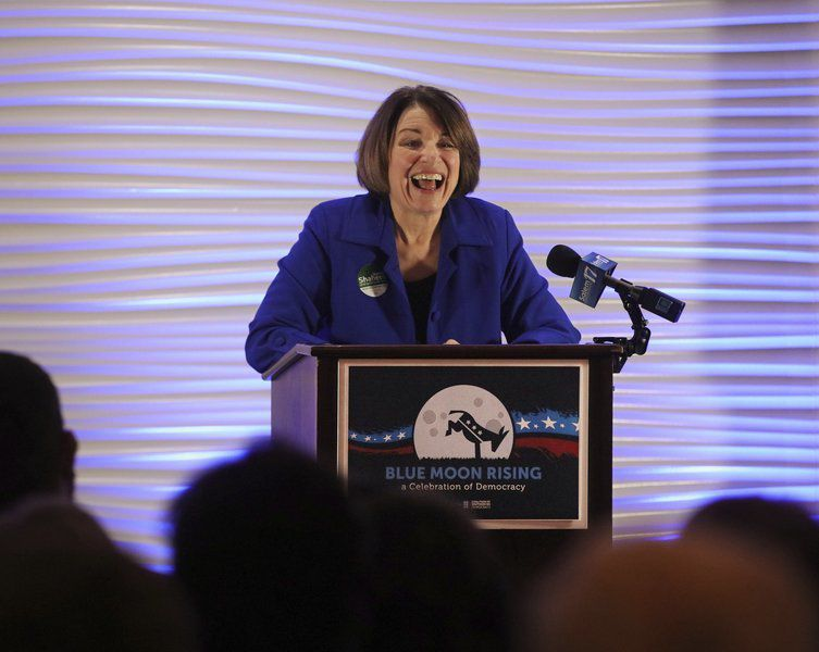 Klobuchar keeps it casual in Derry campaign stop