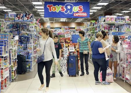 Toys 'R' Us files for bankruptcy, but keeps stores open | News ...