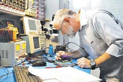 Chandler engineer Greg Mills