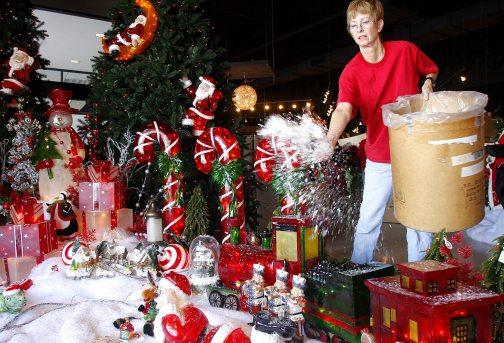 Paddock Pools jumps into the holidays | Business | eastvalleytribune.com