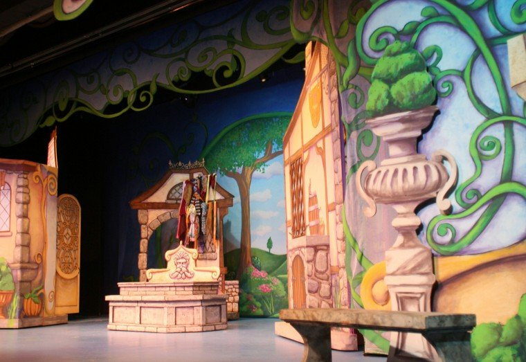 Set designer who worked on \'Book of Mormon\' brings magic to ...
