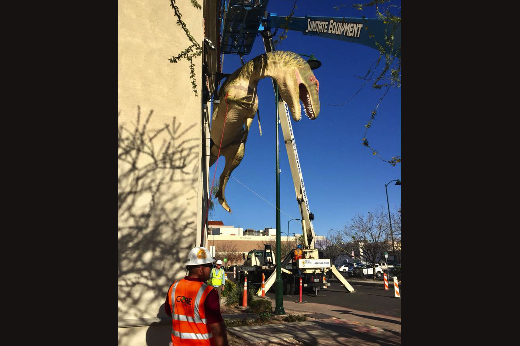 Realistic dinosaur replica will start hanging out in Mesa | East Valley Tribune