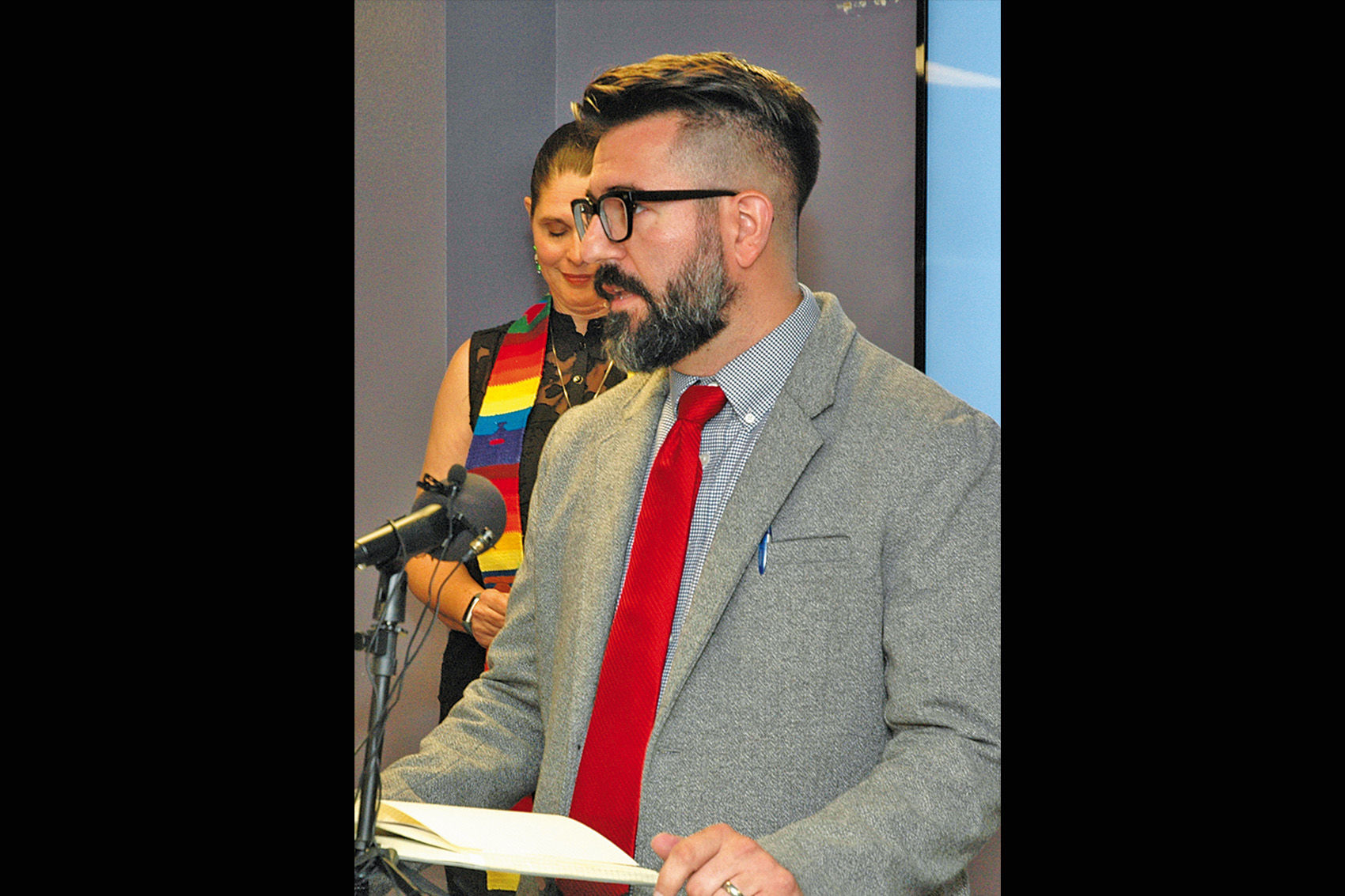Mesa teacher defends taxing the rich for education | East Valley Tribune