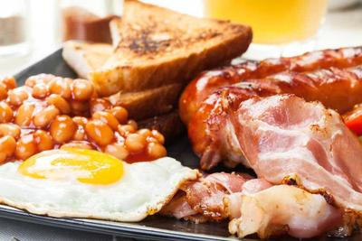 Full English breakfast with bacon, sausage, egg, baked beans and orange juice az breakfast prices