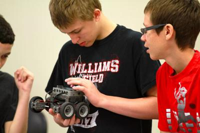Higley District Middle School Students Get Hands On Stem Training In