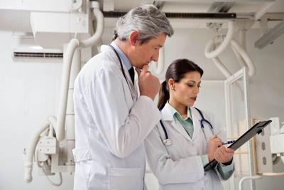 17238662 - radiologists in a discussion