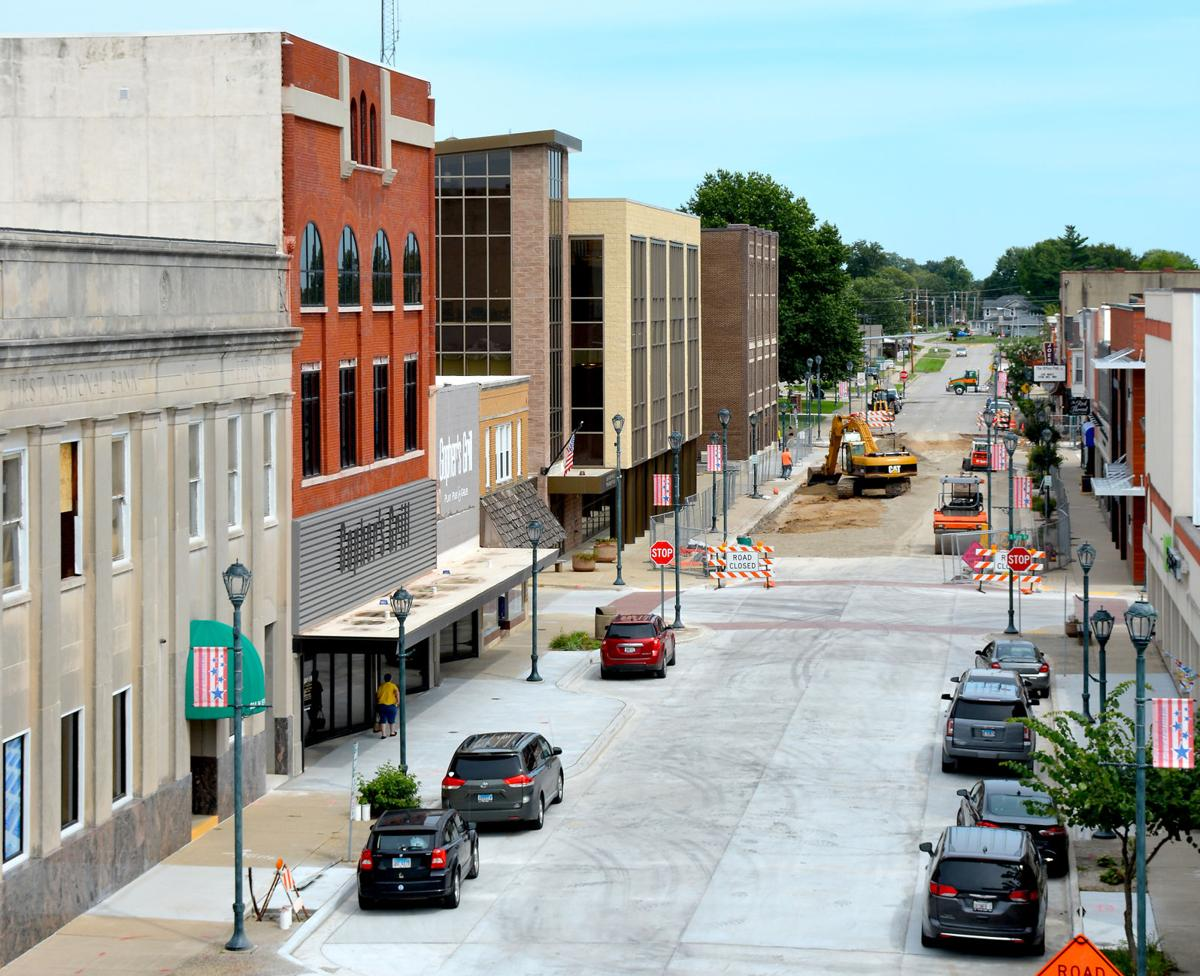 More outdoor seating takes shape in Effingham