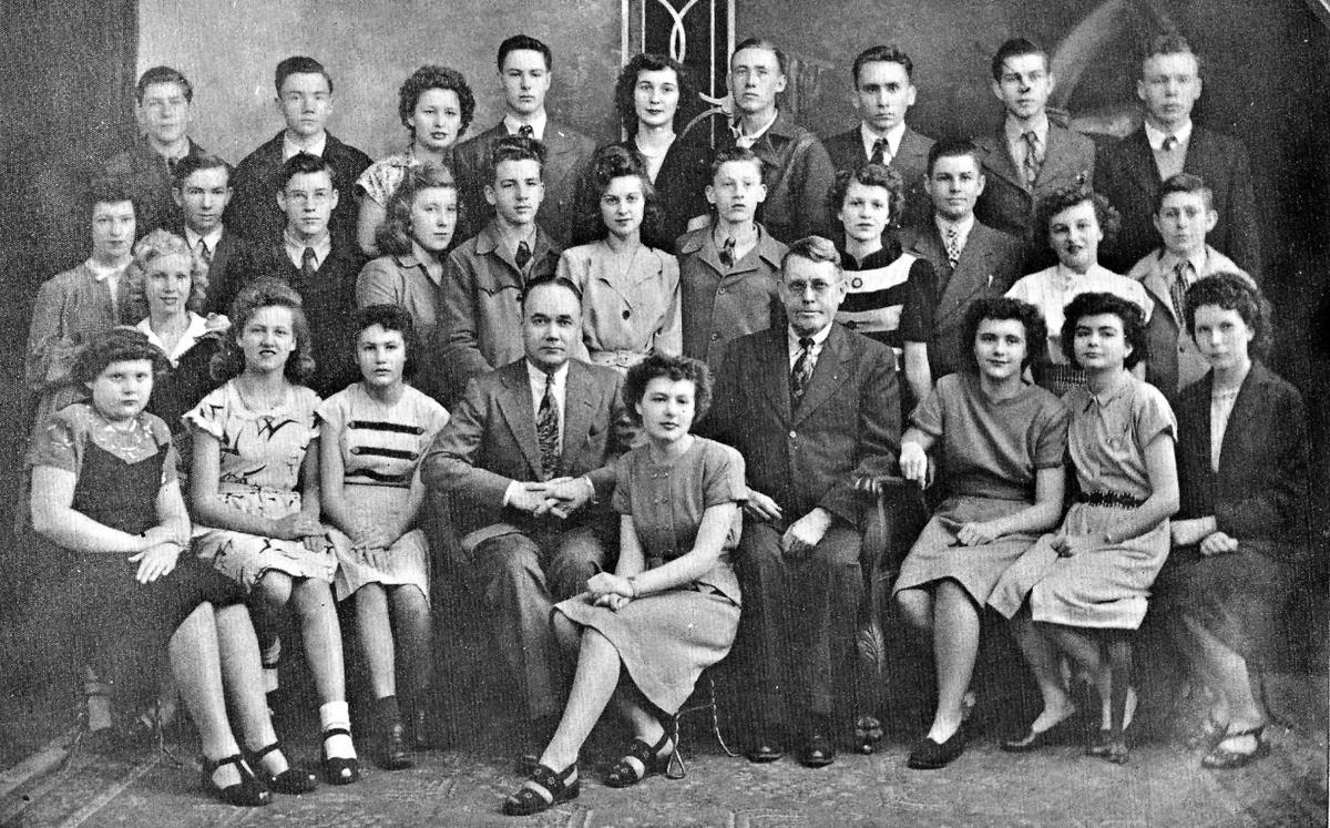 Edgewood High School student body picture 1947.jpg