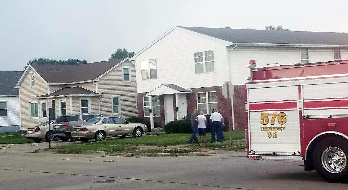 Neighbors help rescue 3 people from apartment fire