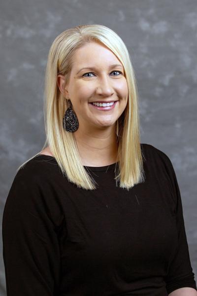 Mindy Worman receives grad scholarship