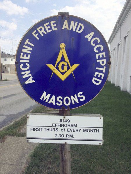 First Baptist Church and Effingham Masonic Lodge connected