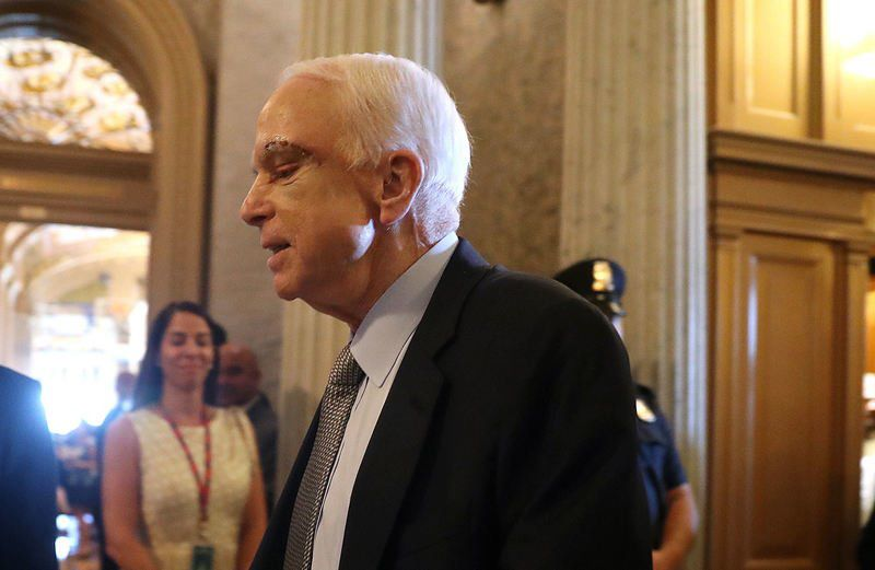 US Senator McCain Returns to Work a Week after Cancer Diagnosis