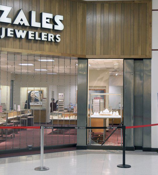 Update vehicle drives through mall local news for Jewelry stores effingham il