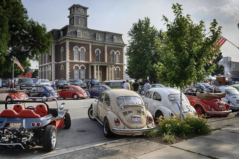 Effingham welcomes VWs with downtown party