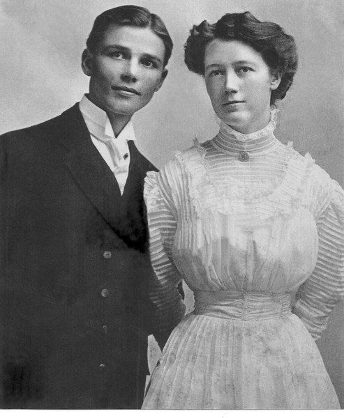 From Chadron, Nebraska, to Effingham, Illinois: The Ray and Faye Graves Connection