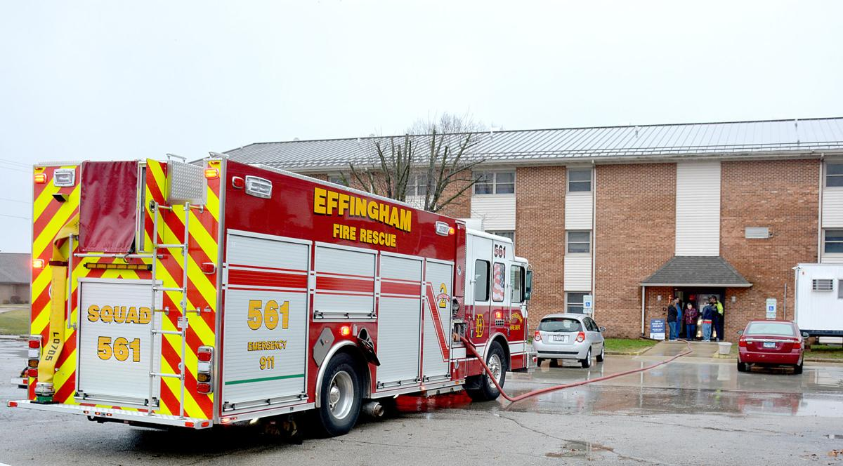 Firefighters respond to apartment fire in Effingham