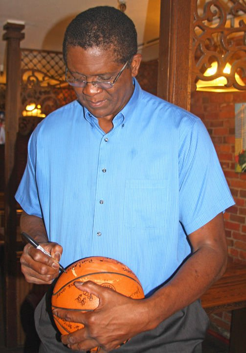 Bill Cartwright signs