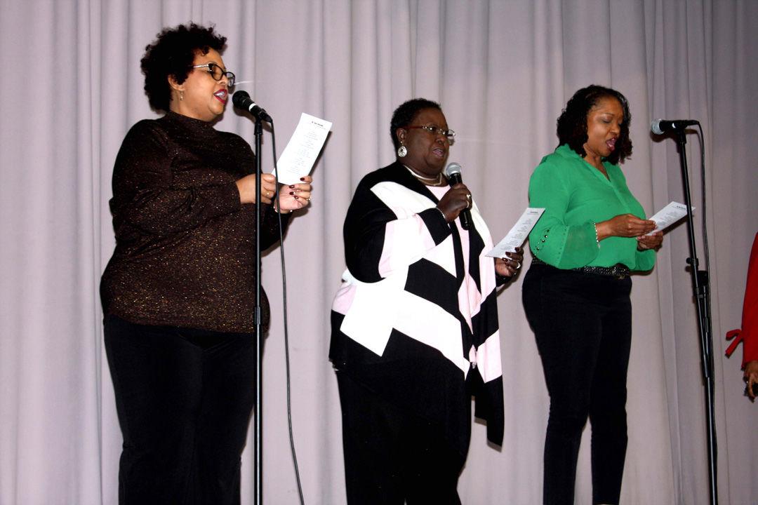 trio sings