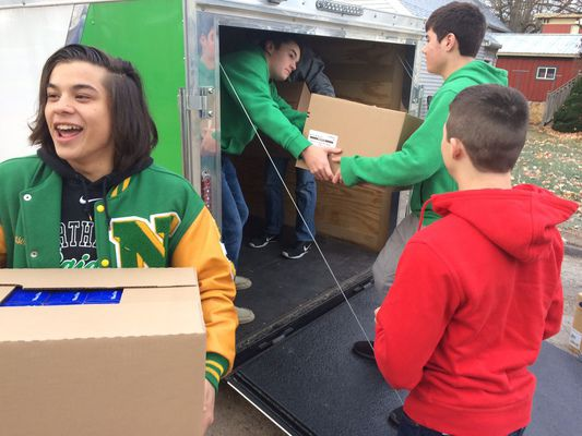 Northridge football players help collect food donations for Middlebury Food Pantry