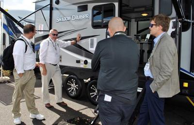 RV dealers talk shop
