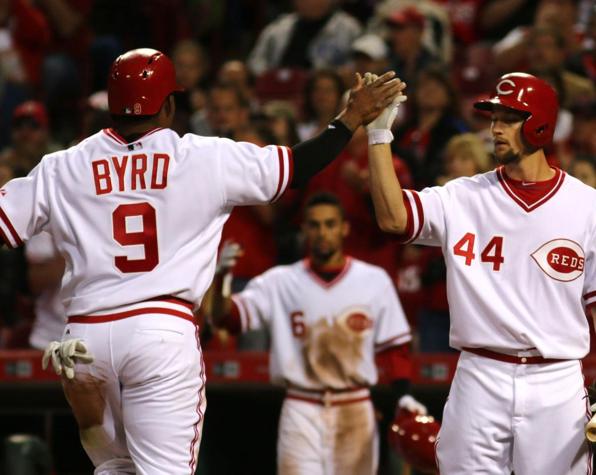 Hamilton homers, Reds beat Cubs 3-2 on rainy night