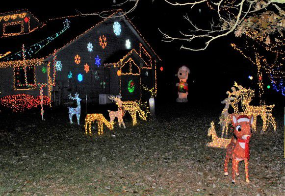 Cart family tips 100,000 twinkling lights