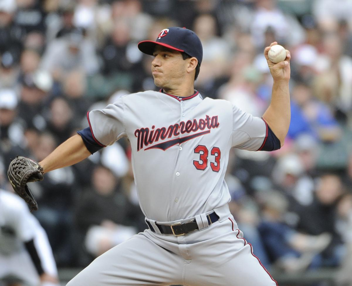 Santana leads Twins to 16-3 victory over White Sox