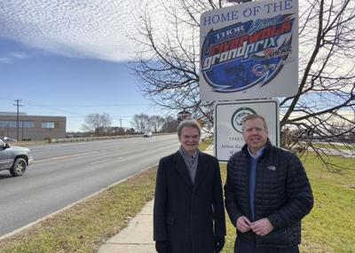 Mayor, Thor celebrate Elkhart's new welcome signs