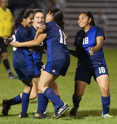 Central, Penn advance to semifinals