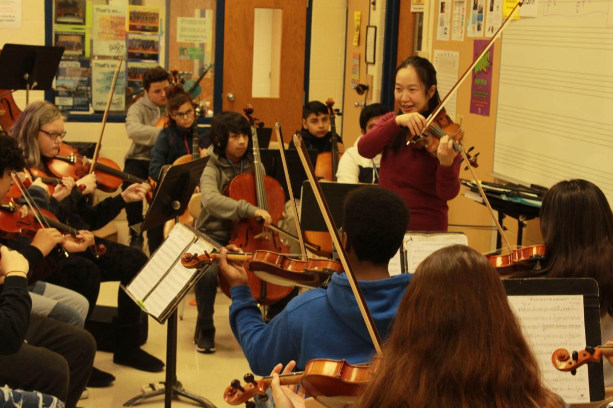 Acclaimed violinist offers tips to students