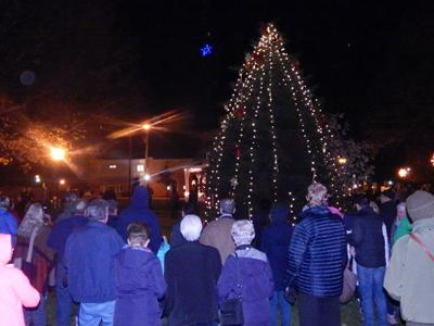 Middlebury holds annual Christmas Tree Lighting event