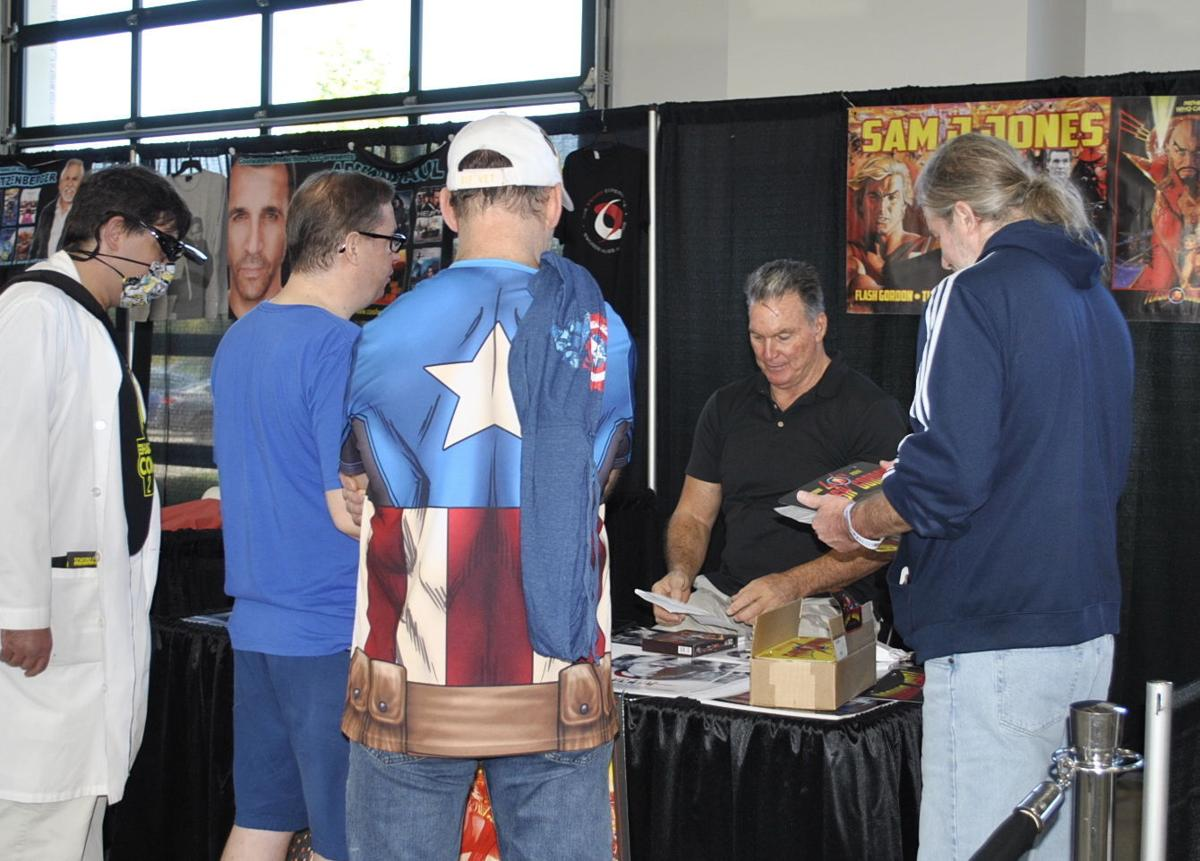 Celebrity guests draw crowds at Hall of Heroes Comic Con1