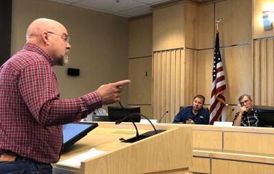 Sen. Ira Hansen talks to commissioners