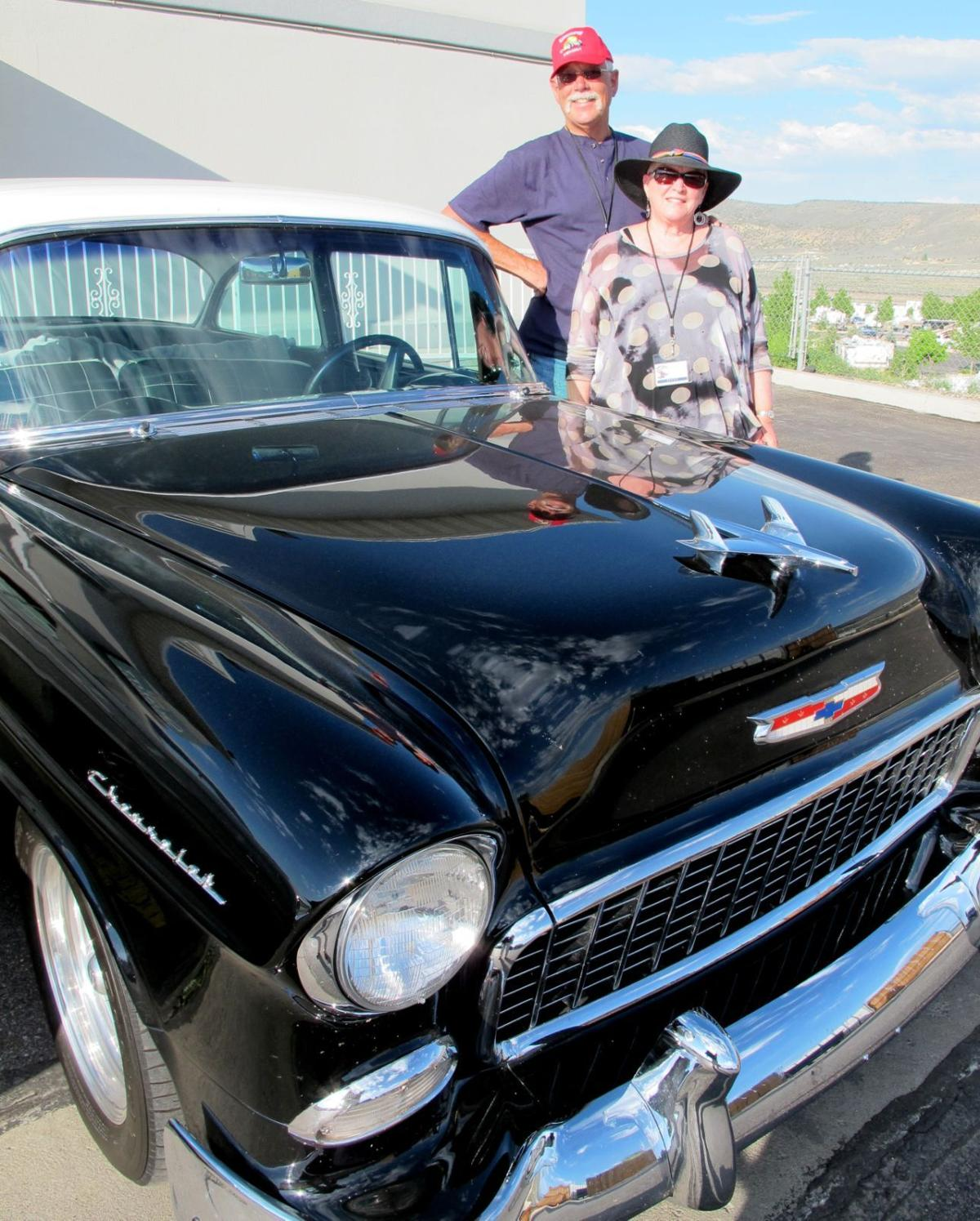Traveling Classic Car Group Passes Through Town
