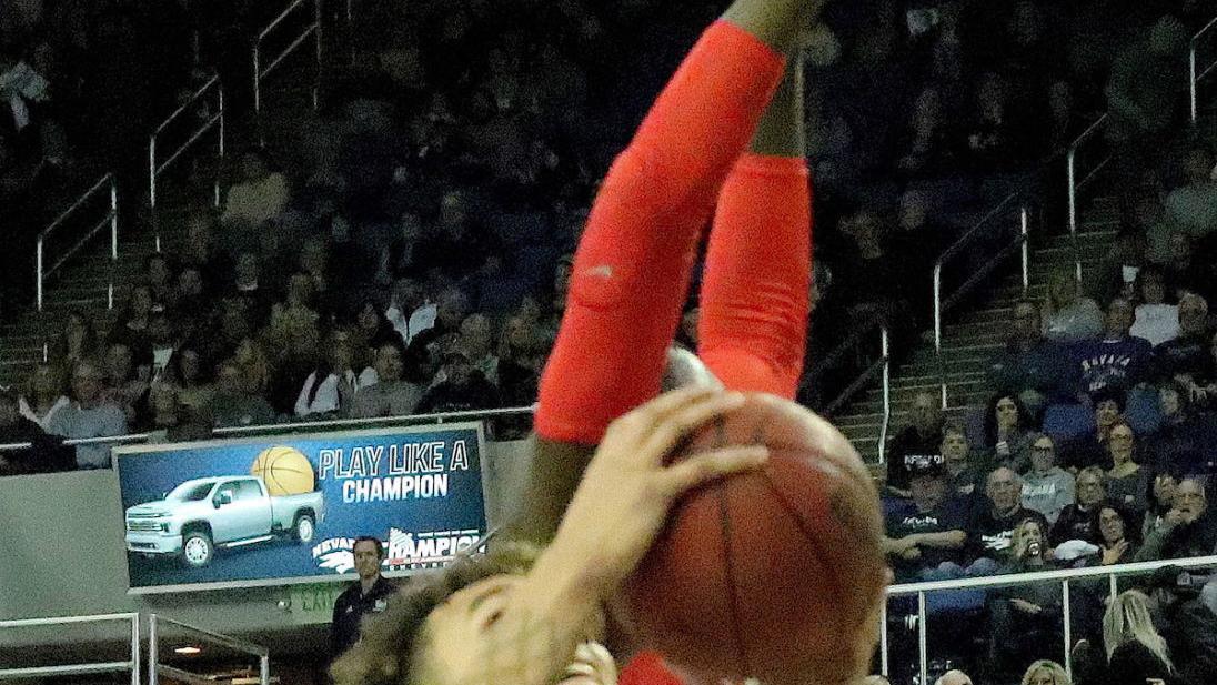 Harris scores 28, Nevada beats UNLV 86-72