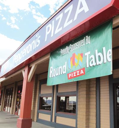 Round Table Elko Nv.Round Table Pizza Returns To Elko Junction Business Elkodaily Com