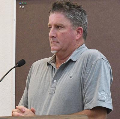 Council discusses replacing golf pro