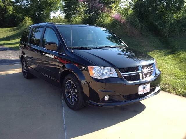 2017 Black Onyx Cry Dodge Grand Caravan