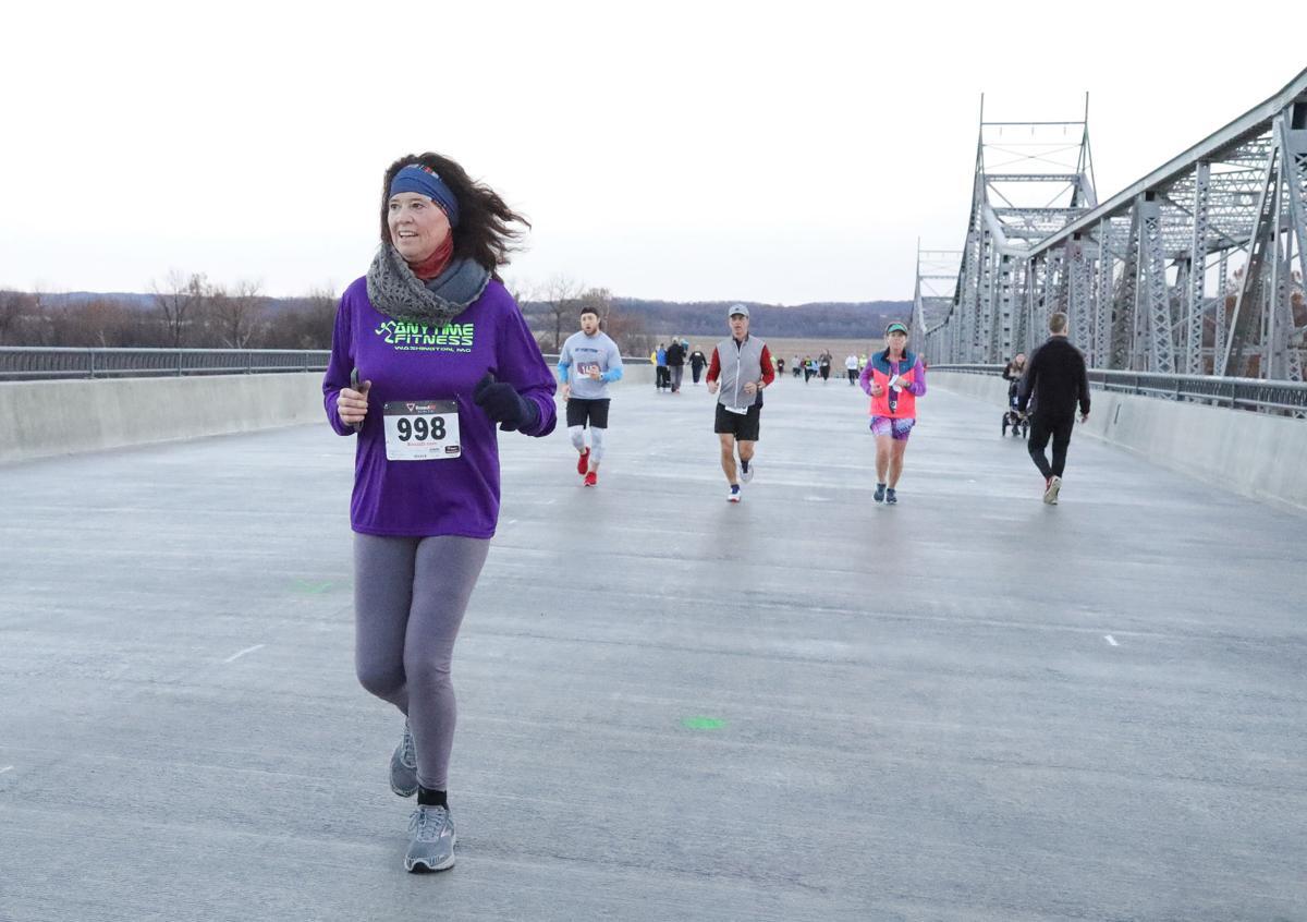 Run on Bridge 2018074.JPG