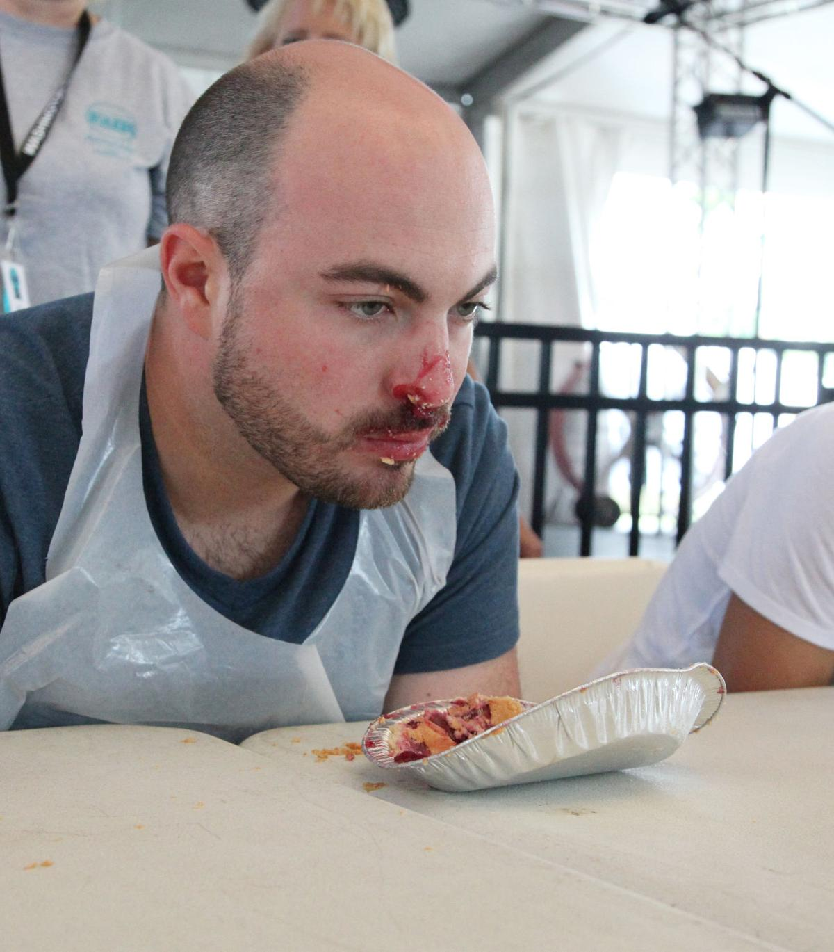 Fair Pie eating 2017023.jpg