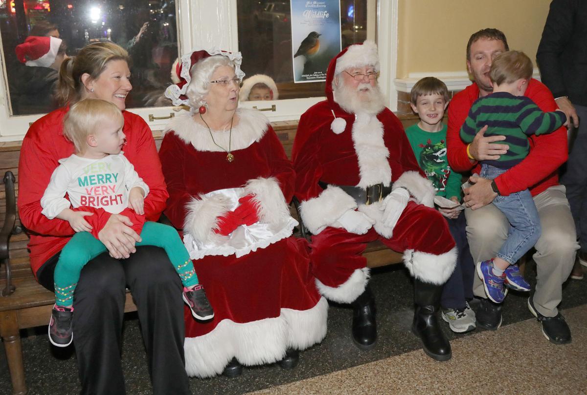 Santa on Amtrak 2018049.JPG